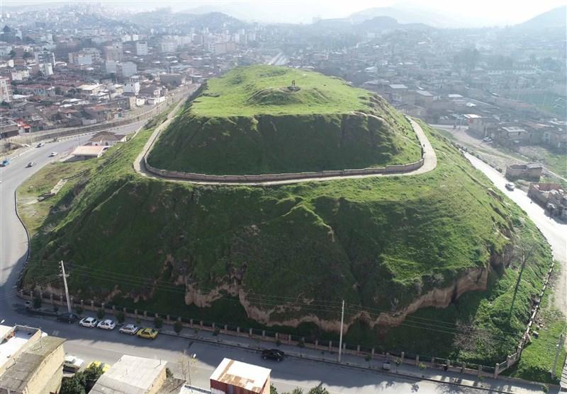 قلعه ای خندان با 1500 سال قدمت در وسط یک شهر موزه میشود