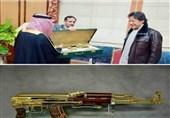 گورنر تبوک کا عمران خان کو سونے کی کلاشنکوف کا تحفہ