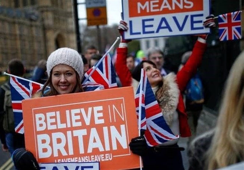 Pro, Anti Brexit Protesters Gather outside UK Parliament as Teresa May Fails (+Videos)