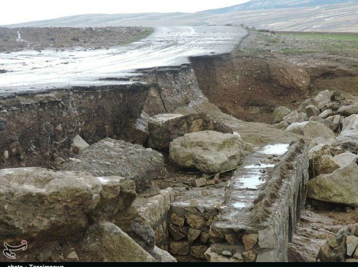 راه دسترسی 13 روستای پلدختر قطع است