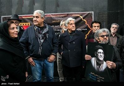 رضا کیانیان در مراسم تشییع پیکر مرحوم حسین محباهری