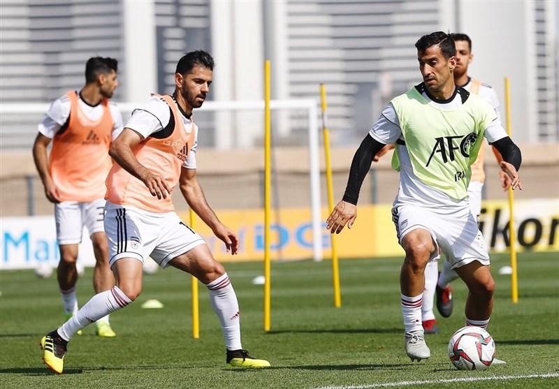 گزارش تمرین تیم ملی ایران  هشدار یک مسئول عرب به خبرنگاران ایرانی در مورد عمان/ شادابی بازیکنان و لبخند کیروش + فیلم