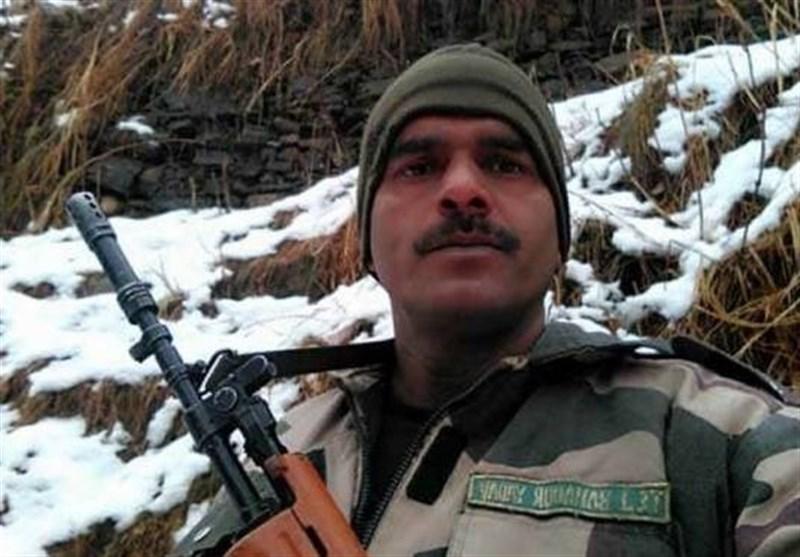 بھارتی فوج کی جانب سے دی جانے والی روٹی پر ویڈیو بنانے والے تیج بہادر کے بیٹے کی کمرے سے لاش برآمد