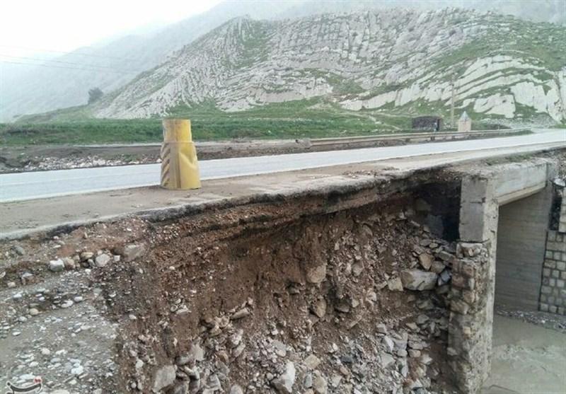لرستان  بارش شدید باران به راههای شهرستان پلدختر خسارت وارد کرد
