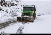 برف و کولاک محورهای استان اصفهان را دربرگرفت