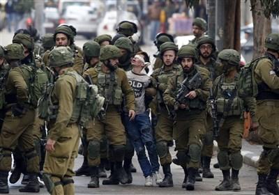 جنود الاحتلال الإسرائیلی یختطفون طفلاً فلسطینیاً من داخل منزله