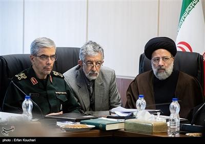 حجت الاسلام ابراهیم رئیسی, غلامعلی حداد عادل و سرلشکر محمد باقری در جلسه مجمع تشخیص مصلحت نظام