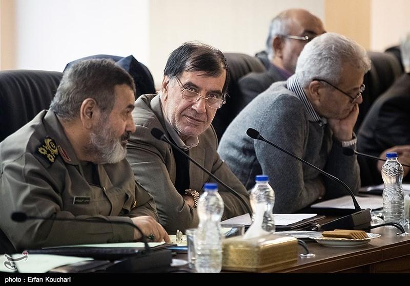 محمدرضا باهنر در جلسه مجمع تشخیص مصلحت نظام