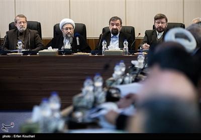 محسن رضایی دبیر مجمع , آیت الله آملی لاریجانی رئیس مجمع و علی لاریجانی رئیس مجلس در جلسه مجمع تشخیص مصلحت نظام