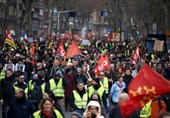 Yellow Vest Marchers Return to Streets of Paris in 35th Week (+Video)