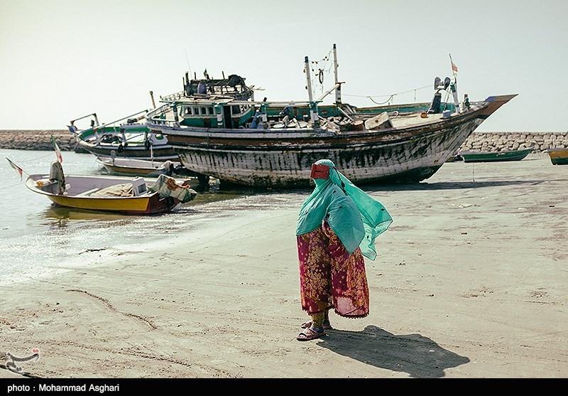 شهرستان جاسک درکرانه دریای عمان وشرق تنگه هرمز قرار دارد.رزق و روزی مردمان این شهرستان ازطریق دریا بدست می آید و صیادی جزو مشاغل اصلی،قدیمی وسنتی این منطقه است