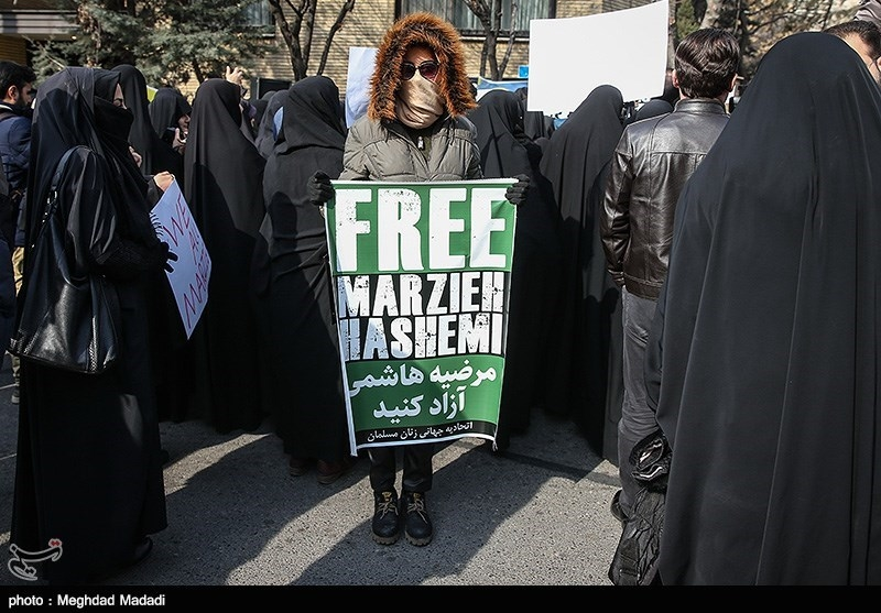 Tehran Rally Held in Solidarity with Journalist Arrested in US (+Photos, Video)