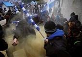 شلیک گاز اشک آور توسط پلیس یونان به معترضان توافق مقدونیه