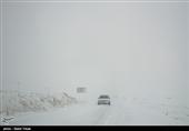 280 خودرو گرفتار در برف توسط راهداران فارس امدادرسانی شدند