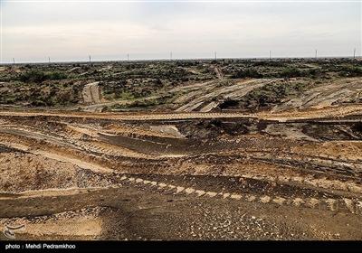 به بهانه مقابله با ریزگردها بیش از 11هزار هکتار از شن زارهای طبیعی منطقه حفاظت شده میشداغ در جنوب غربی خوزستان مالچ پاشی شدن این منطقه زیستگاه آهو و افعی شاخدار عربی از گونه های کمیاب و در معرض خطر انقراض است .