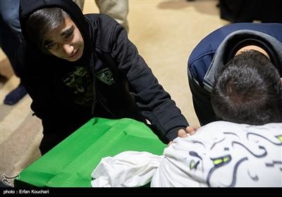 دیدار خانواده شهید علیرضا زیبرم با پیکر وی پس از 30 سال