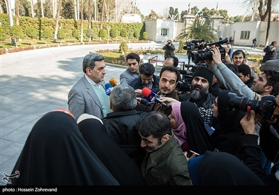 پیروز حناچی شهردار تهران در جمع خبرنگاران