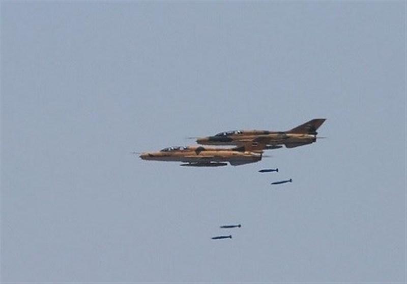 رزمایش ارتش| انهدام ستون زرهی دشمن توسط جنگندههای اف 7