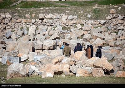 معبد آناهیتا،دومین بنای سنگی ایران است که از آثار باستانی دوران پیش از میلاد مسیح به شمار میآید