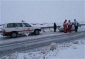 تلاش جمعیت هلال احمر برای کمک به در راهماندگان برف و کولاک در اردبیل ادامه دارد