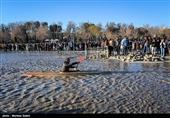 آماده باش کلیه پایگاههای آتشنشانی اصفهان؛ 30 غواص در حاشیه زایندهرود مستقر شدند