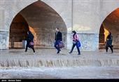 اصفهان  آب تا نیمه دوم شهریورماه در زایندهرود جاری است