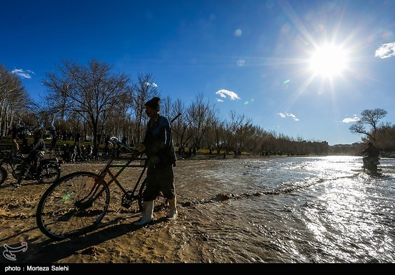 اصفهان| حریم رودخانه زایندهرود باید آزاد باشد؛ تکمیل روشنایی اتوبان ذوب آهن تا پایان سال