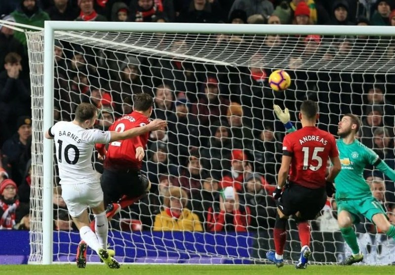 فوتبال جهان| منچسترسیتی با شکست در زمین نیوکاسل از کورس قهرمانی عقب افتاد/ منچستریونایتد در دقایق پایانی از شکست، تساوی ساخت