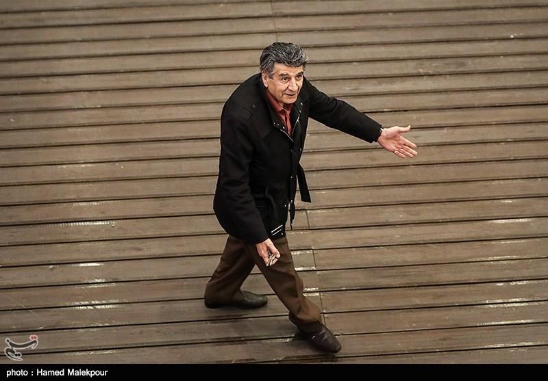 منوچهر والیزاده در مراسم افتتاحیه سیوهفتمین جشنواره فیلم فجر