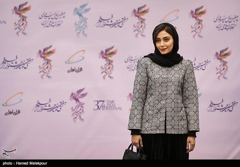 دیبا زاهدی در مراسم افتتاحیه سیوهفتمین جشنواره فیلم فجر