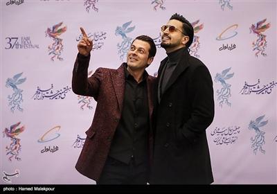 مهراد صدیقیان و پژمان بازغی در مراسم افتتاحیه سیوهفتمین جشنواره فیلم فجر