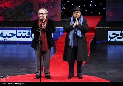 بهمن فرمانآرا و مسعود کیمیایی در مراسم افتتاحیه سیوهفتمین جشنواره فیلم فجر