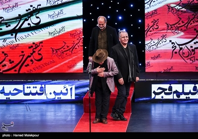 رسول صدرعاملی، آتیلا پسیانی و علیاکبر صادقی در مراسم افتتاحیه سیوهفتمین جشنواره فیلم فجر