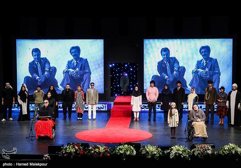 اجرای نمایش در مراسم افتتاحیه سیوهفتمین جشنواره فیلم فجر