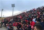 حاشیه دیدار سپیدرود- پرسپولیس| تشویق سید جلال حسینی از سوی هواداران میزبان و سلفی با برانکو