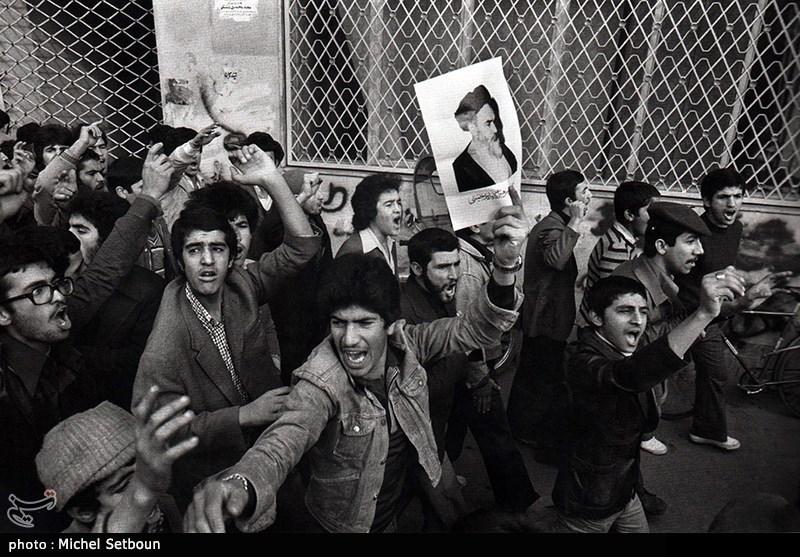 انقلابی که منحرف نشد/ نگاهی به «ویژگیهای انقلاب اسلامی و تفاوت آن با دیگر انقلابها» از منظر رهبر انقلاب