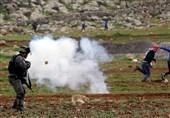 یورش نظامیان صهیونیست به یک روستا در کرانه باختری و زخمی شدن چند فلسطینی