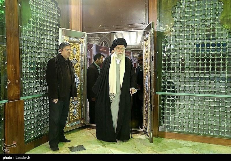 حضرت امام خامنہ ای کی شہداء اور بانی اسلامی انقلاب کے مزار پر حاضری