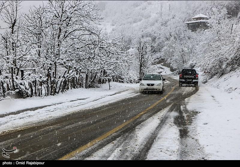 هشدار پلیس: امشب و فردا جادههای 10 استان برفی و لغزنده میشود