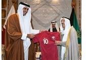 اهدای پیراهن قهرمان جام ملتهای آسیا به امیر کویت+ فیلم