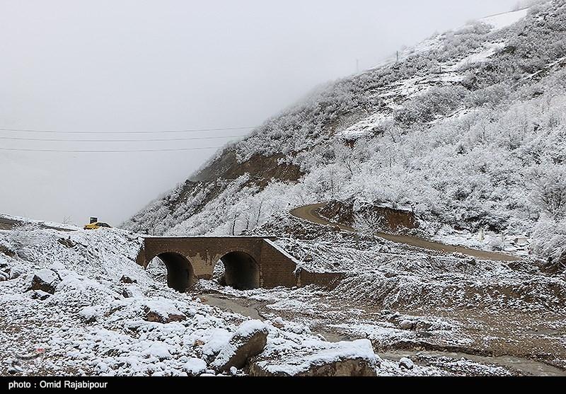 یزد   محورهای منتهی به تفت برفگیر شد