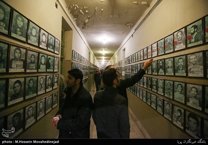 Visitors Flock to Ebrat Museum in Tehran