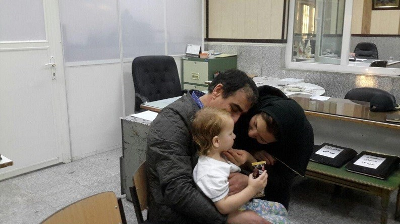 فیلم/ لحظه بازگشت دخترک ربوده شده به آغوش پدر و مادر