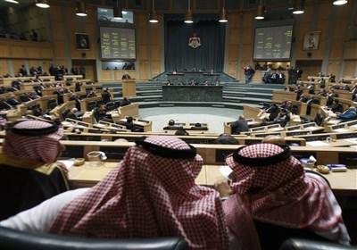 عراک بالأیدی وزجاجات الماء داخل البرلمان الأردنی