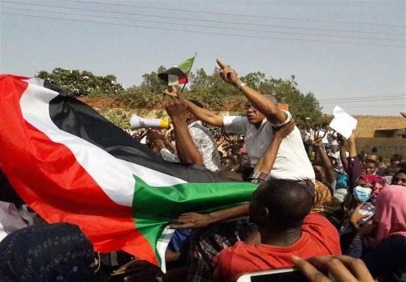 """ادامه تظاهراتها برای برکناری """"البشیر"""" در مناطق مختلف سودان"""