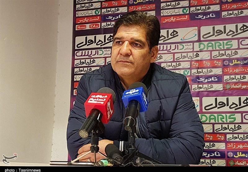 تبریز| محمدرضا مهاجری: برد ارزشمندی مقابل صنعت نفت کسب کردیم/ ما سختترین نوع فوتبال را انتخاب کردهایم