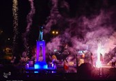 نورافشانی آسمان کرمان در جشن انقلاب به روایت تصویر
