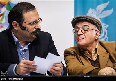 فریدون جیرانی کارگردان و حمیدرضا مدقق مجری در نشست خبری فیلم «آشفتگی» - سیوهفتمین جشنواره فیلم فجر
