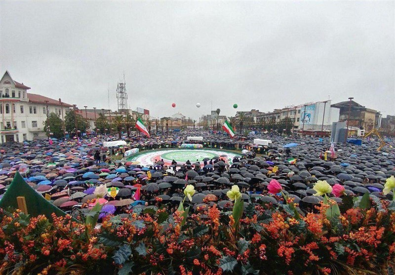"""الصورة تتکلم.. حضور ملحمی لأهالی """"رشت"""" فی ذکرى إنتصار الثورة الإسلامیة"""