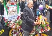 ابتکار رجل ایرانی اسلوبا جدیدا بطریقة الاحتفال بانتصار الثورة الاسلامیة